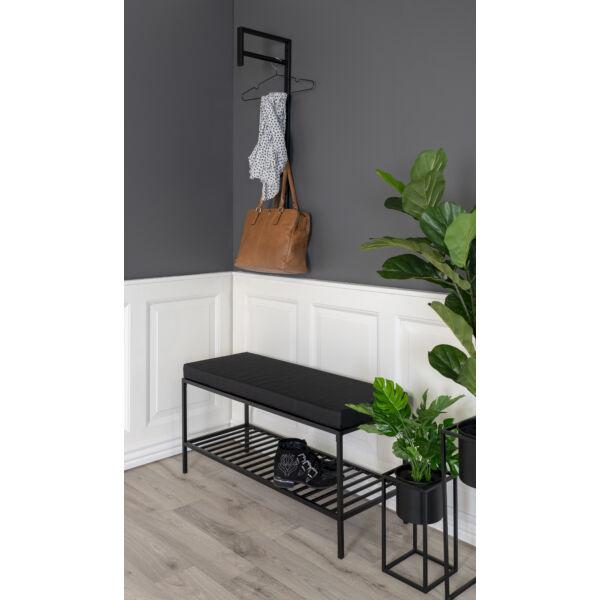 Fekete ülőpad párnával és ráccsal