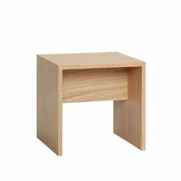 Modern tölgyfa kisasztal